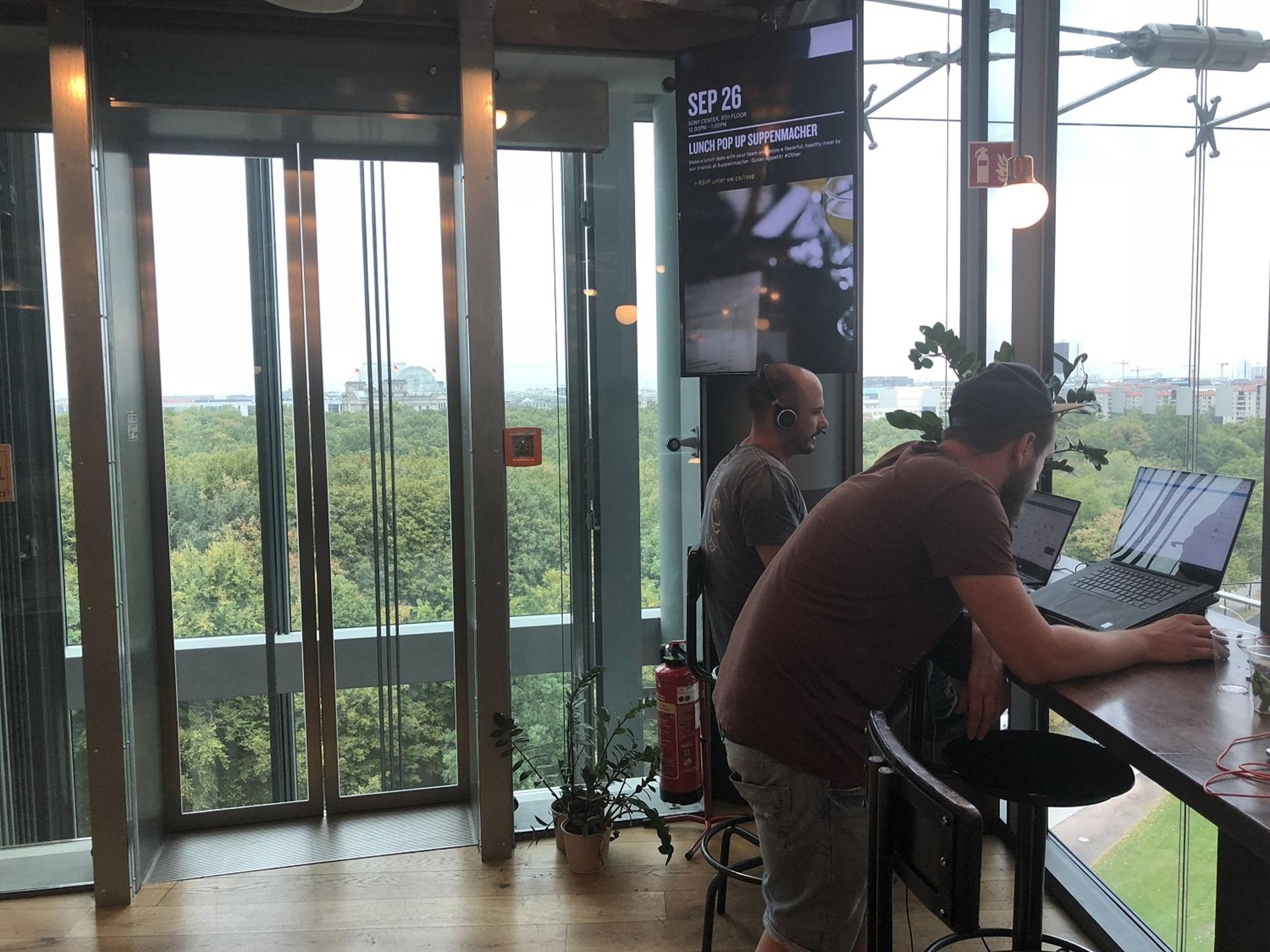 Luftiges Coworking in Berlin (Sony Center)