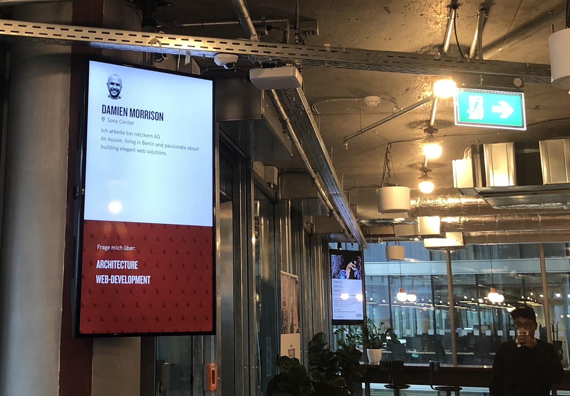 Persönlicher Screen im Coworking Space