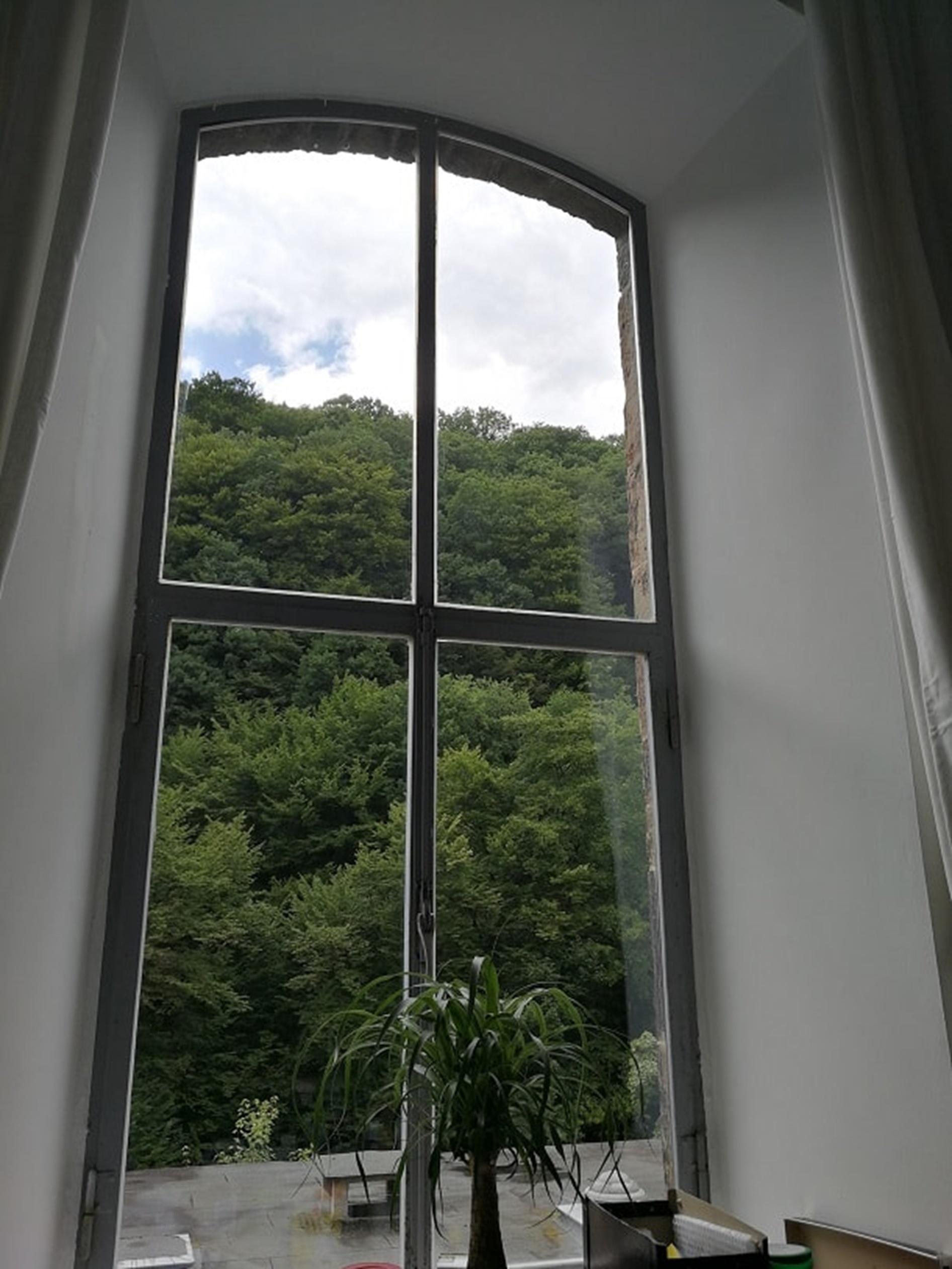 und den Blick in die Ferne richten: Aussicht im Home Office