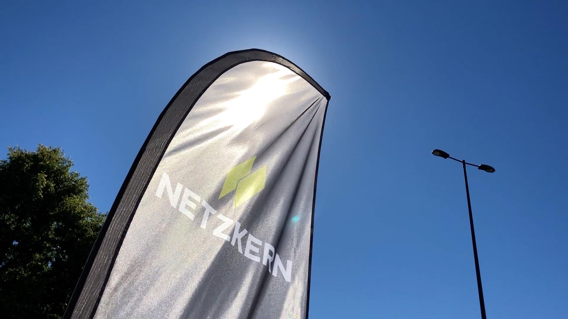 netzkern Standflagge mit neuem Logo