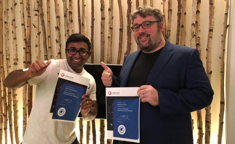 Sijo und Sebastian von netzkern Sitecore Commerce zertifiziert